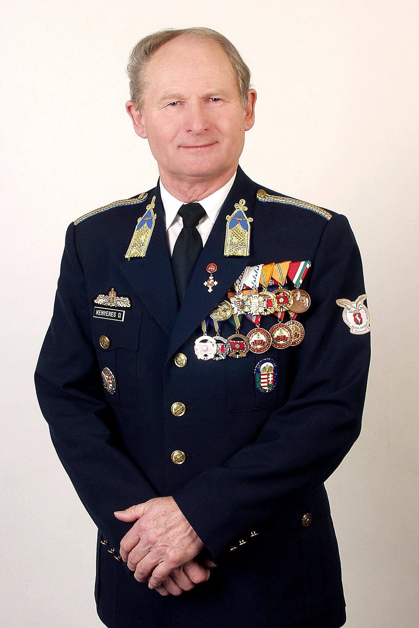f506a0b98c74 Kenyeres Dénes amatőr repülés- és hadtörténész, nyugállományú honvéd  alezredes, nemzetőr tábornok